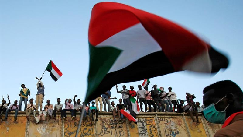 Sudan's military rulers and protesters to hold 'decisive talks'